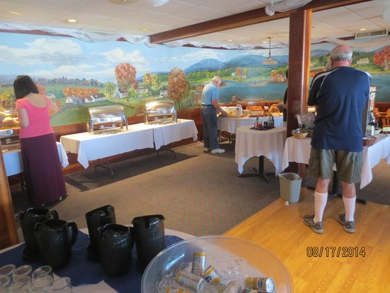 Fisherman's Wharf Inn Restaurant: breakfast buffet