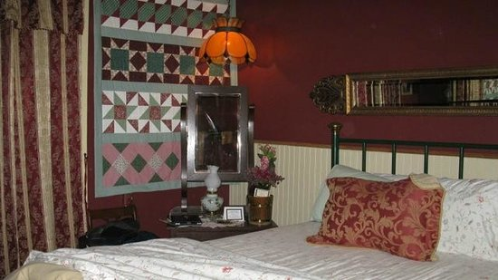 The Historic Occidental Hotel & Saloon and The Virginian Restaurant : The Madam's Room - very cozy but a little small for two.