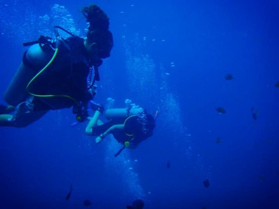 Discovery Dive Centre: at Sail Rock with Cris