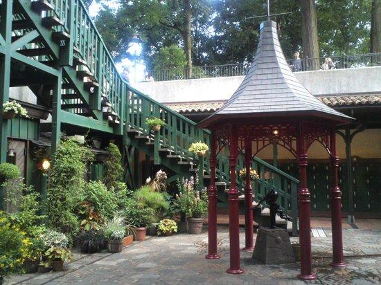 Musée Ghibli : 中庭では持ち込み飲食も可能です
