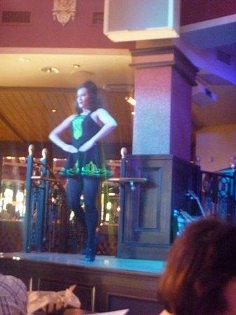 Raglan Road Irish Pub & Restaurant : Irish dancer soloist