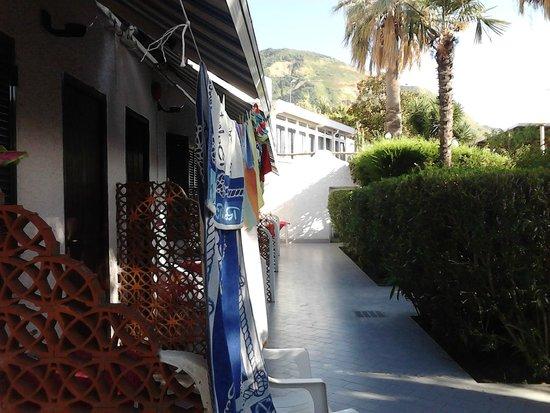Villa al Parco Hotel: lato stenditoio (corridoio comune del basso)
