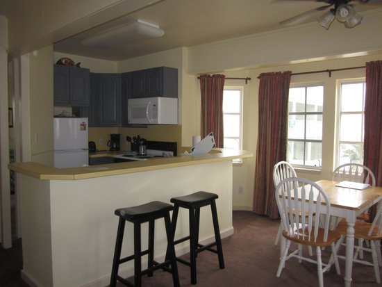 Seashell Village Resort: Living Area - Kitchen Suite