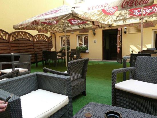 Hotel Hastal Prague Old Town: Beer garden