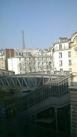 Art Hotel Eiffel: Вид днем