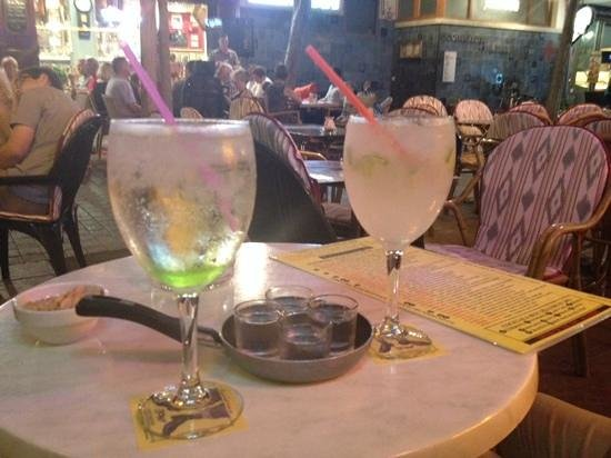 Bony's Bar: turbo cocktail and free apple sour shots