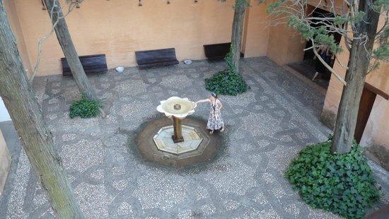 Granada a Pie : Cours intérieur dans le palais des rois