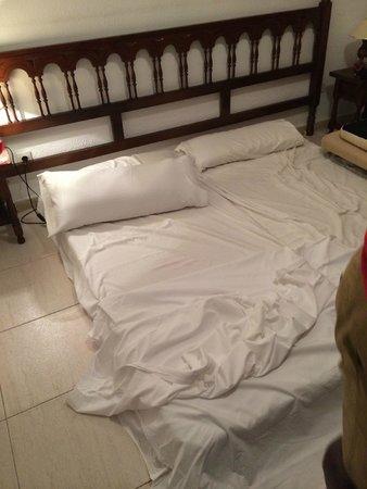 El Sombrero: Beds were terrible!! so had to sleep on the floor