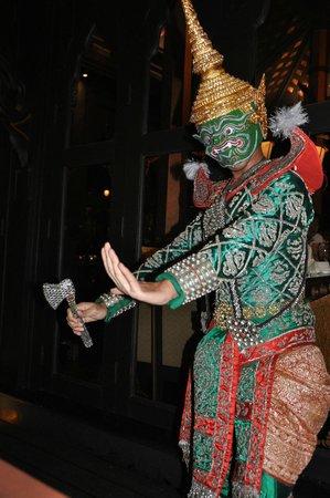 Shangri-La Hotel,Bangkok: Entertainment at Salathip