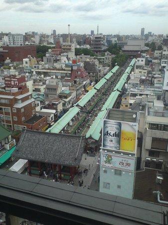 Asakusa Culture Tourist Information Center: 浅草寺を見下ろせるのは貴重です