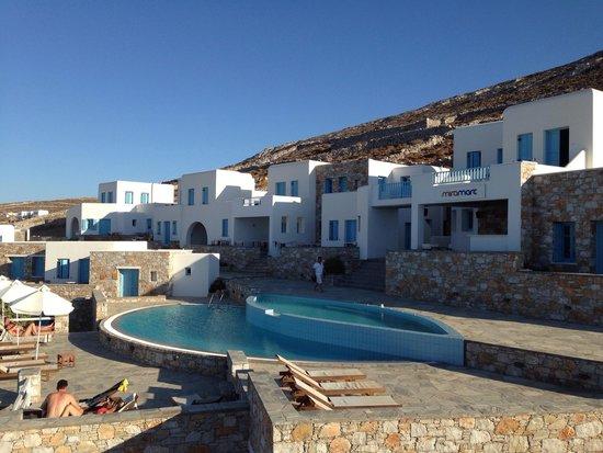Belvedere Apartments: La piscina dell'hotel accanto (in uso anche per gli appartamenti)