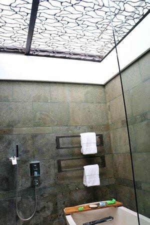 W Retreat & Spa Bali - Seminyak : bathroom