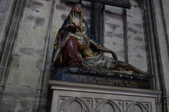 Notre Dame du Sablon : spookie