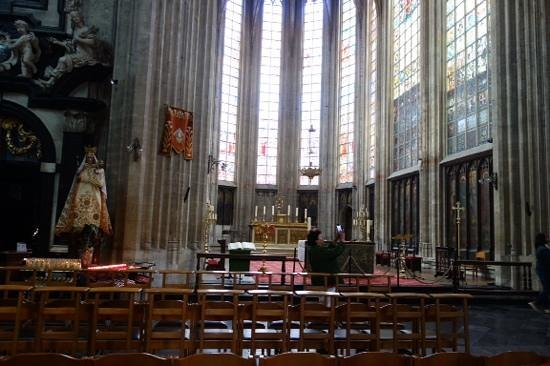 Notre Dame du Sablon : interior