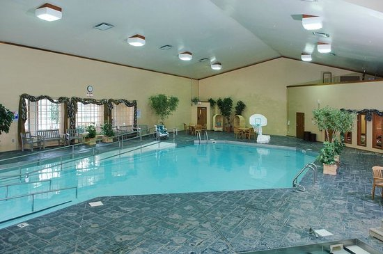 Clifty Inn: Large pool area for all ages to enjoy.