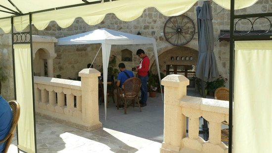 Dedeli Konak Cave Hotel: sit out