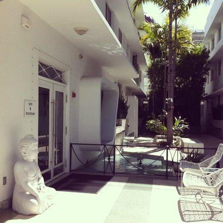 Dream South Beach : entrée de l'hotel
