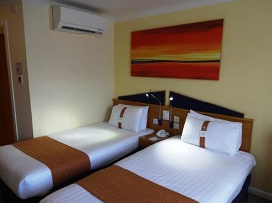 Holiday Inn Express Stirling: ベッド