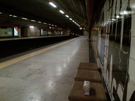 DoubleTree by Hilton Lisbon - Fontana Park: Picoas Metro Station