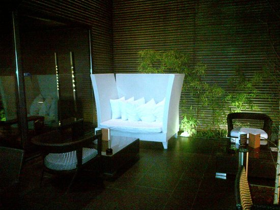 DoubleTree by Hilton Lisbon - Fontana Park : Outdoor seating