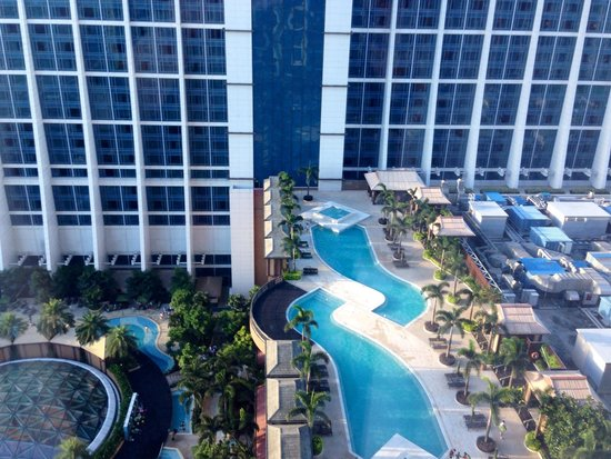 Sheraton Grand Macao Hotel, Cotai Central: Overrated: room faces Conrad hotel; pool view below