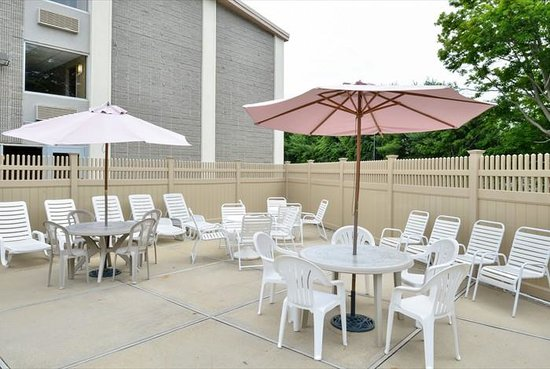 Quality Inn Old Saybrook - Westbrook: SEASONAL PATIO