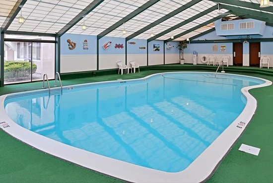 Quality Inn Old Saybrook - Westbrook: INDOOR HEATED SALT WATER POOL