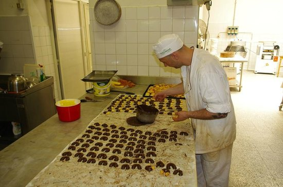 Eating Italy Food Tours: Cookies made individually by hand