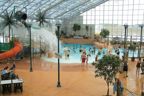 ‪Waves Indoor Waterpark‬