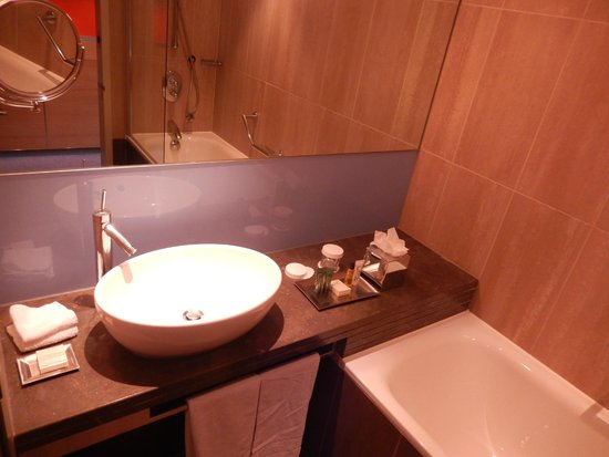 Hilton London Tower Bridge : Bathroom