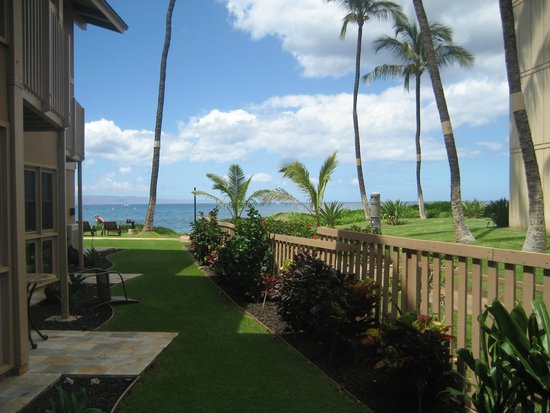 Kihei Sands Beachfront Condominiums: View from Patio