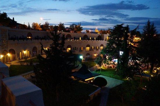 Uchisar Kaya Hotel: photo taking from my room balcony