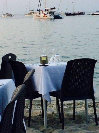 Restaurant le Marinella : tavolo sulla sabbia