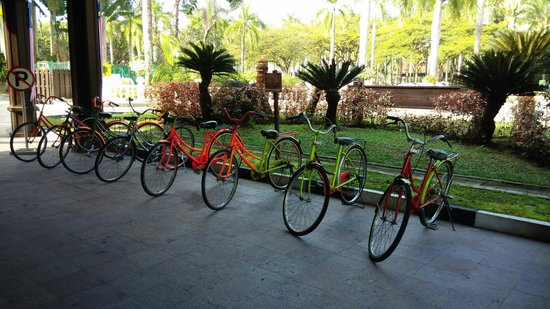 Pulai Springs Resort: Old bicycles for rent at the Club