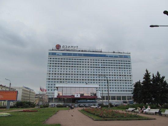 """AZIMUT Hotel Saint Petersburg: Вид на Египетский мост и отель """"Азимут"""""""