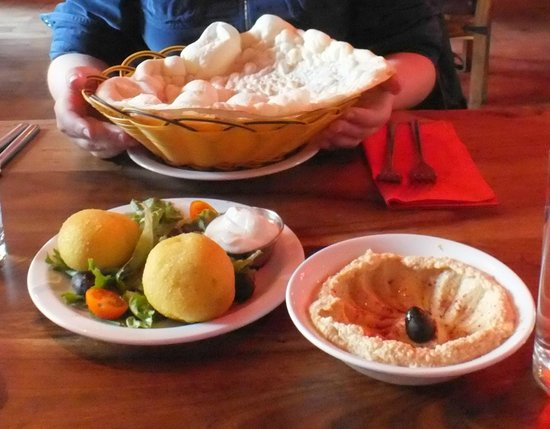 Hanam's Middle East Restaurant: Hummus and Kubba