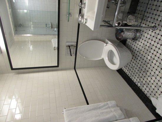 Walker Hotel Greenwich Village: Bathroom