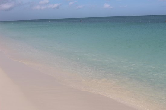 La Cabana Beach Resort & Casino: Beautiful water, no waves, Perfect!