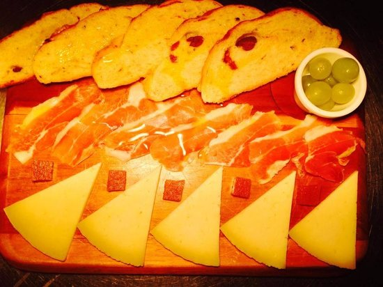 Viva: Tabla of Manchego cheese and Serrano Jamón with Olive and Tomato Bread