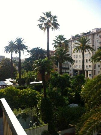 Cannes Garden Hotel: vista dal balcone della camera, vista giardino