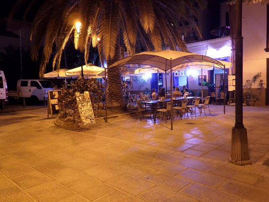 La Placita Food and Coffee: La Placita at night