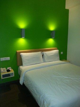 Amaris Hotel Cihampelas: tempat tidur