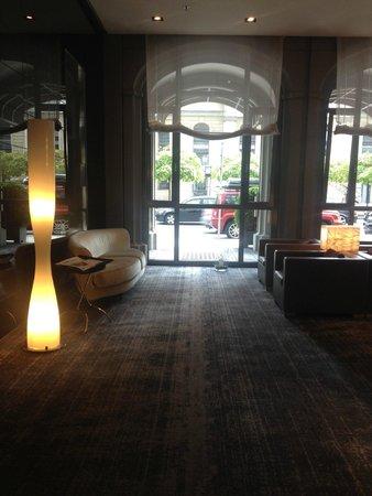 Sofitel Berlin Gendarmenmarkt: Hotel Lobby/Reception Area