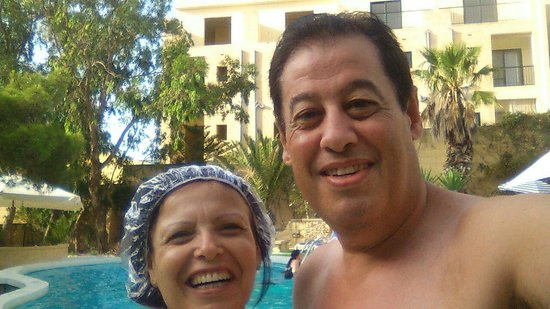 Cornucopia Hotel: having good time by the pool