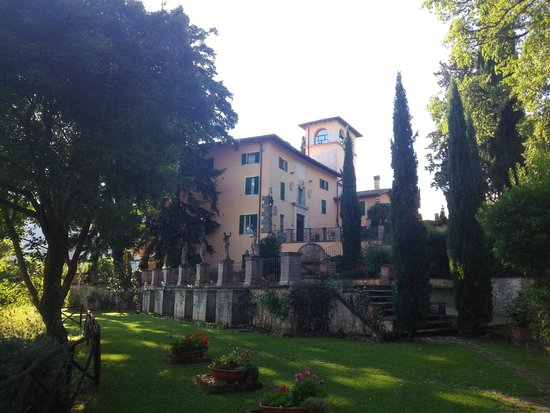 Villa Milani - Residenza d'epoca: la villa vista dall'ingresso