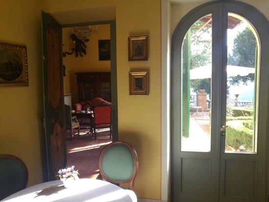 Villa Milani - Residenza d'epoca: dalla sala colazione