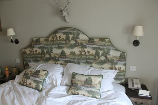 Lord Crewe Arms, Blanchland: A Very large bed