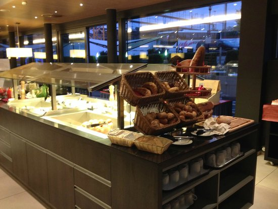 Holiday Inn Express Zurich Airport : breakfast