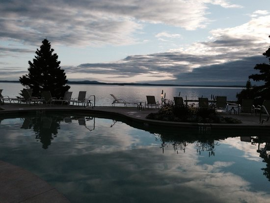 Holiday Inn Bar Harbor Regency: Poolside view