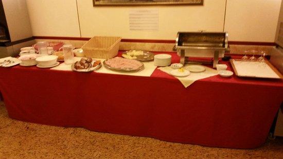 Park Hotel Villa Fiorita: is this a 4* hotel`s breakfast?